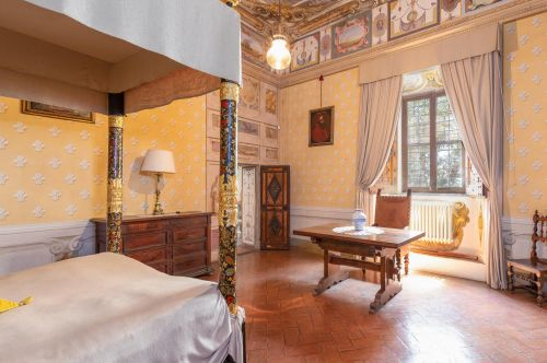 Residence---residence---Ten apartments in a typical farmhouse and in an old barn, furnished in Tuscan style.